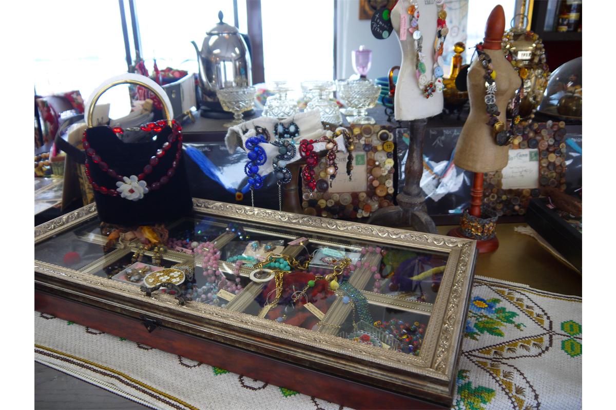 antique-miscellaneous-goods-cafe11