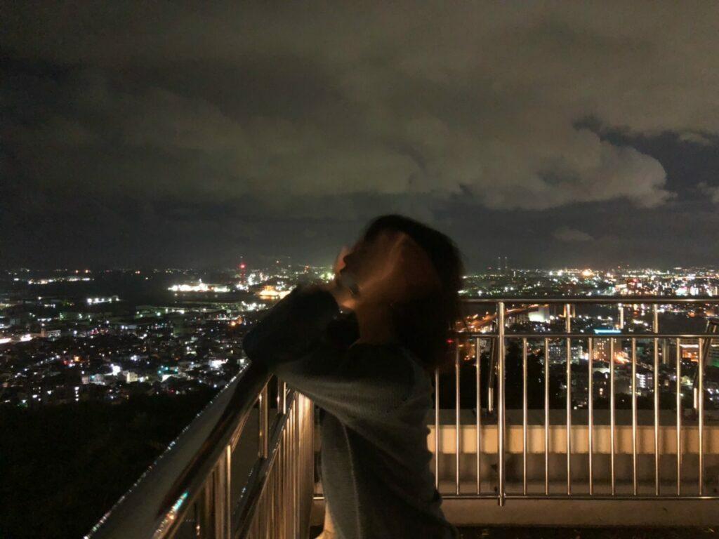 ロマンチックな高塔山の夜景と理想のプロポーズ